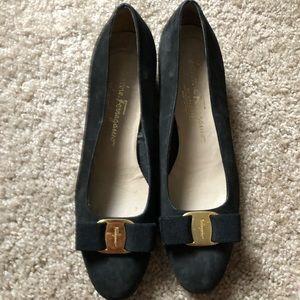 Ferragamo kitten heels bow